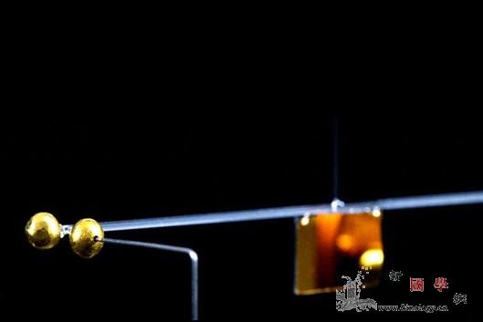物理学家在最小尺度上测量了重力_维也纳-引力场-钟摆-