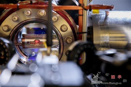 研究首次对比3个顶级原子钟精度_原子钟-晶格-原子- ()